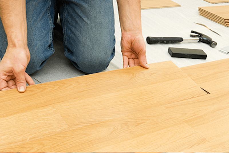 Lay the laminate floor planks